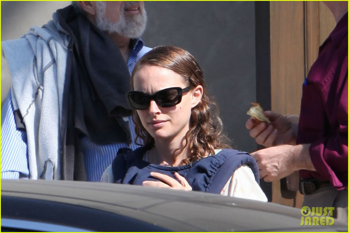 natalie portman synagogue saturday with the family 10