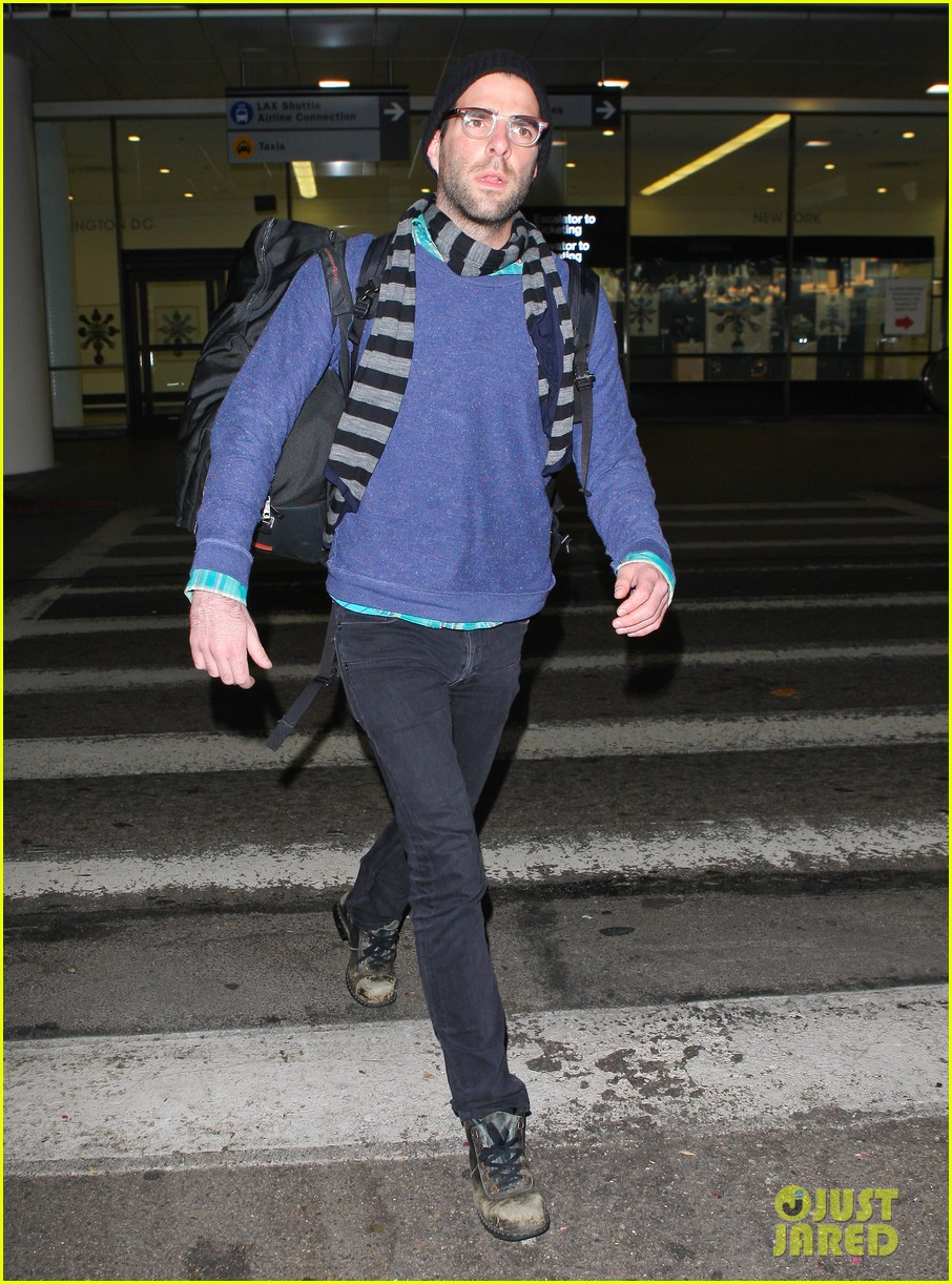 zachary quinto walks dog 14