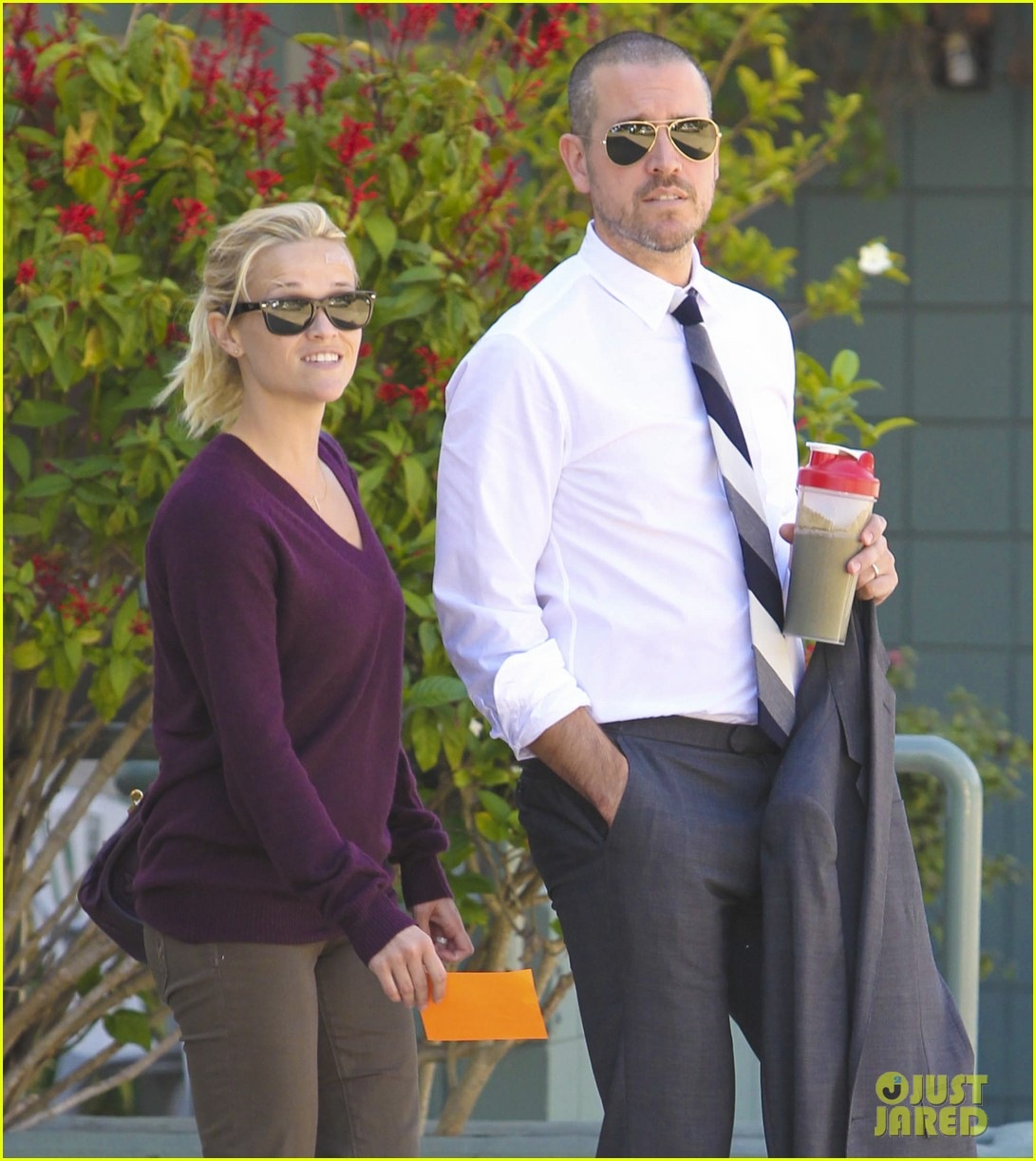 reese witherspoon jim toth kiss los angeles 01