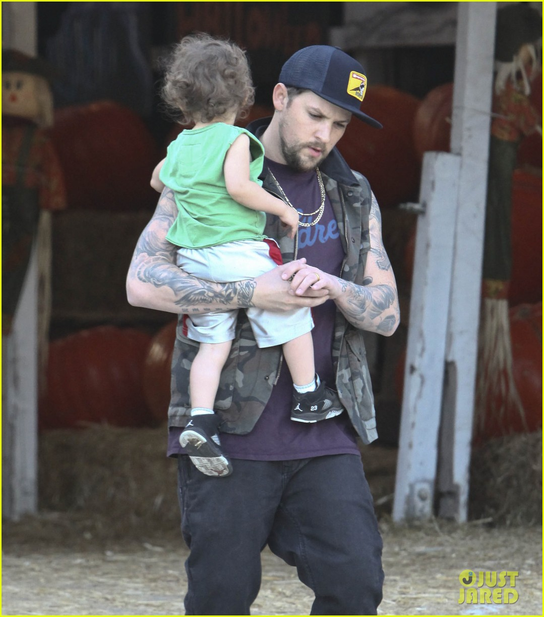 nicole richie joel madden pumpkin patch with the kids 06