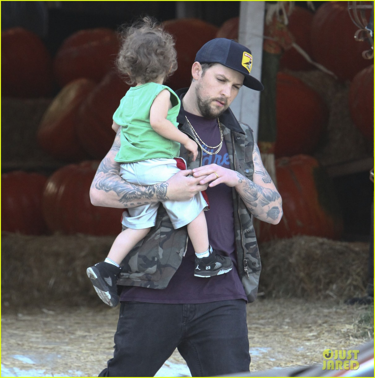 nicole richie joel madden pumpkin patch with the kids 07