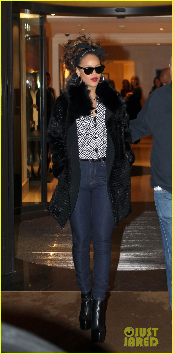 rihanna leaves hotel paris 042591440