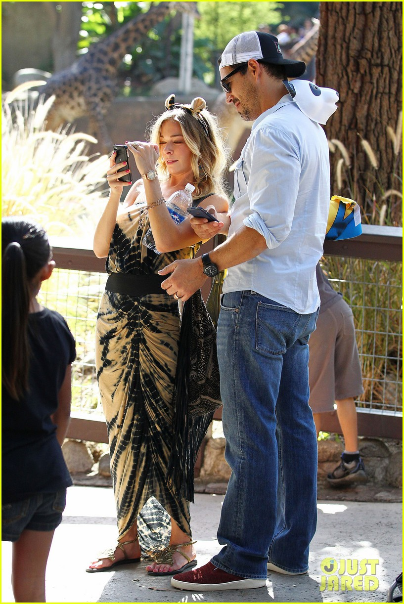 leann rimes eddie cibrian zoo day 36