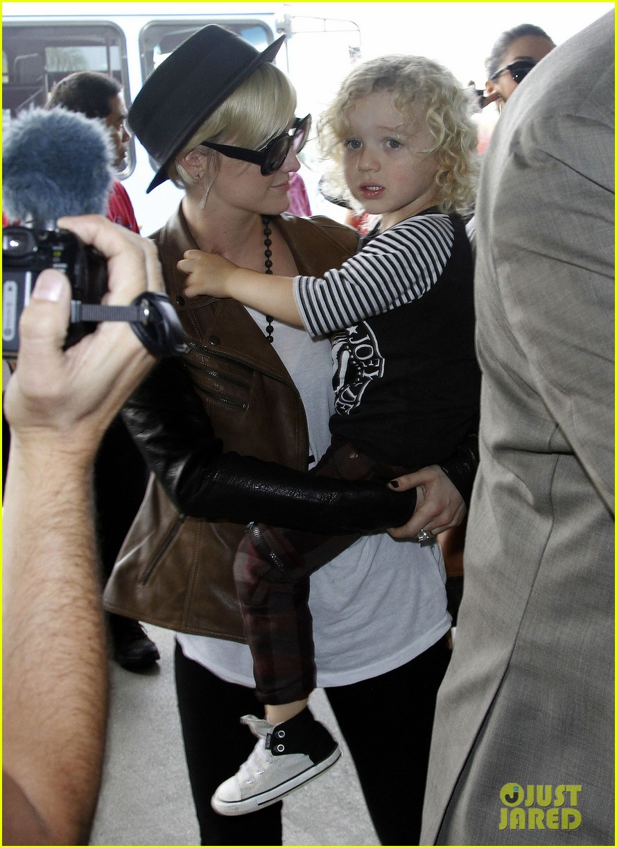 jessica simpson lax airport ashlee 02