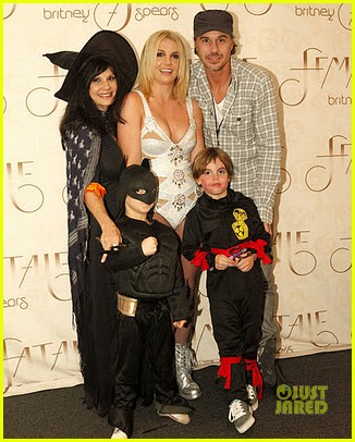 britney spears family halloween 01
