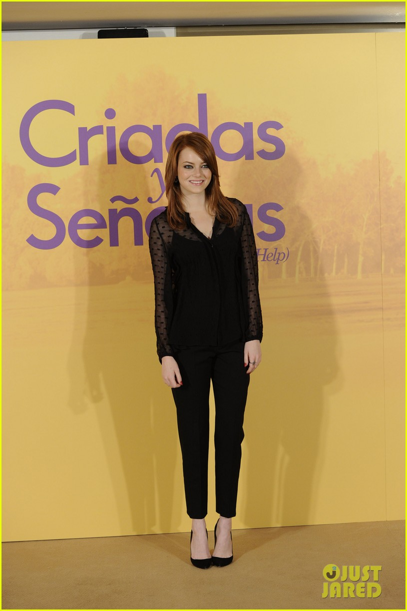 emma stone help photo call madrid 01