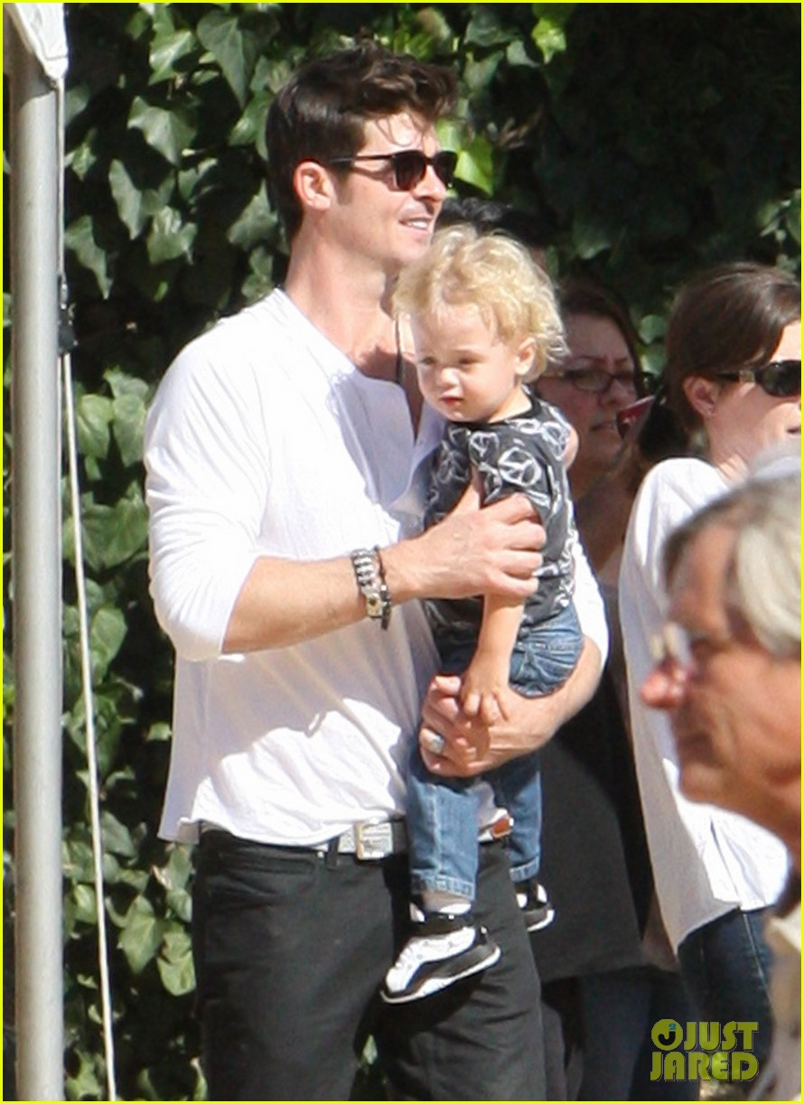 robin thicke paula patton pumpkin patch with julian 03