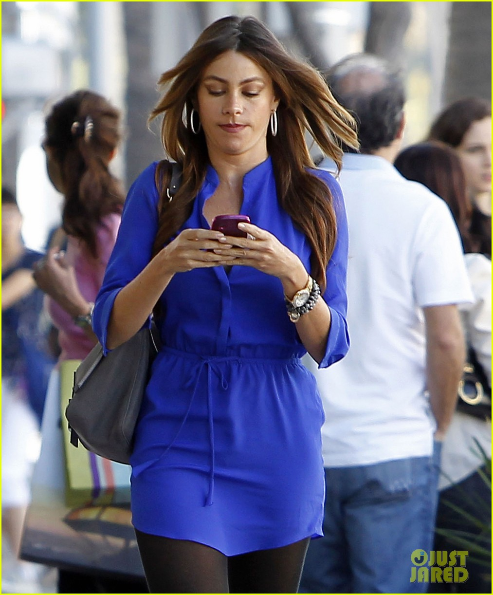 sofia vergara blue dress 03