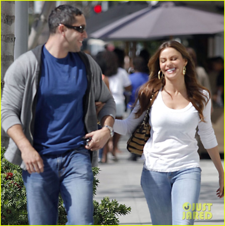 sofia vergara laughs nick 06