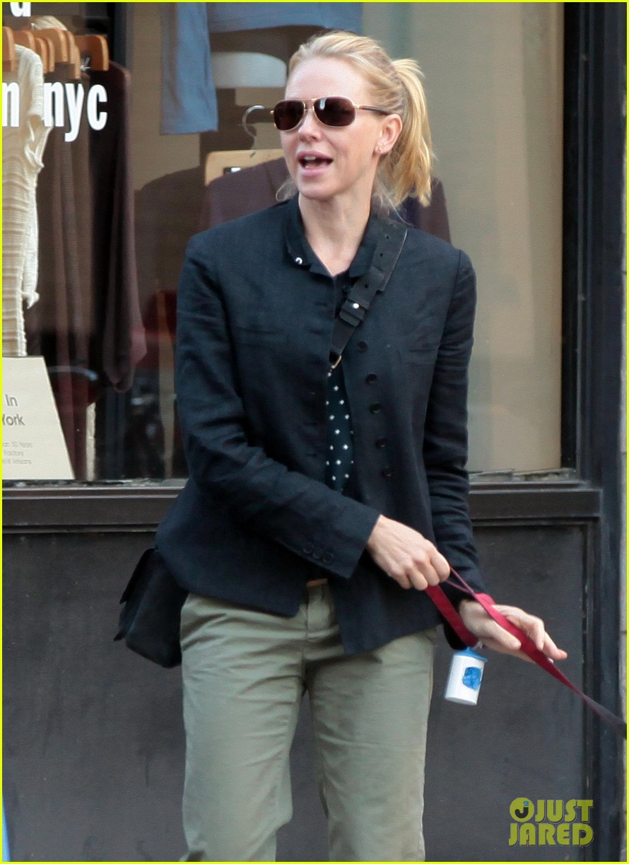 naomi watts shopping with samuel 01
