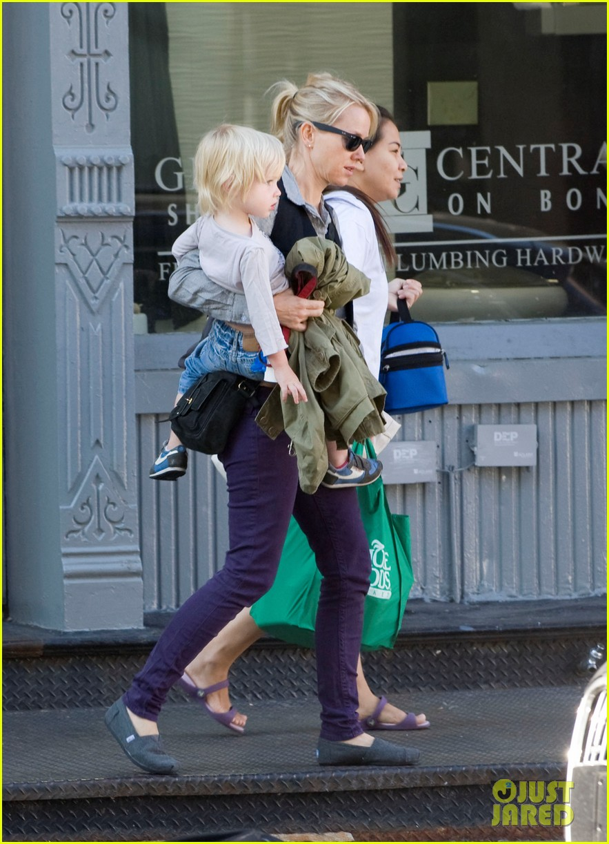 naomi watts shopping with samuel 052588061