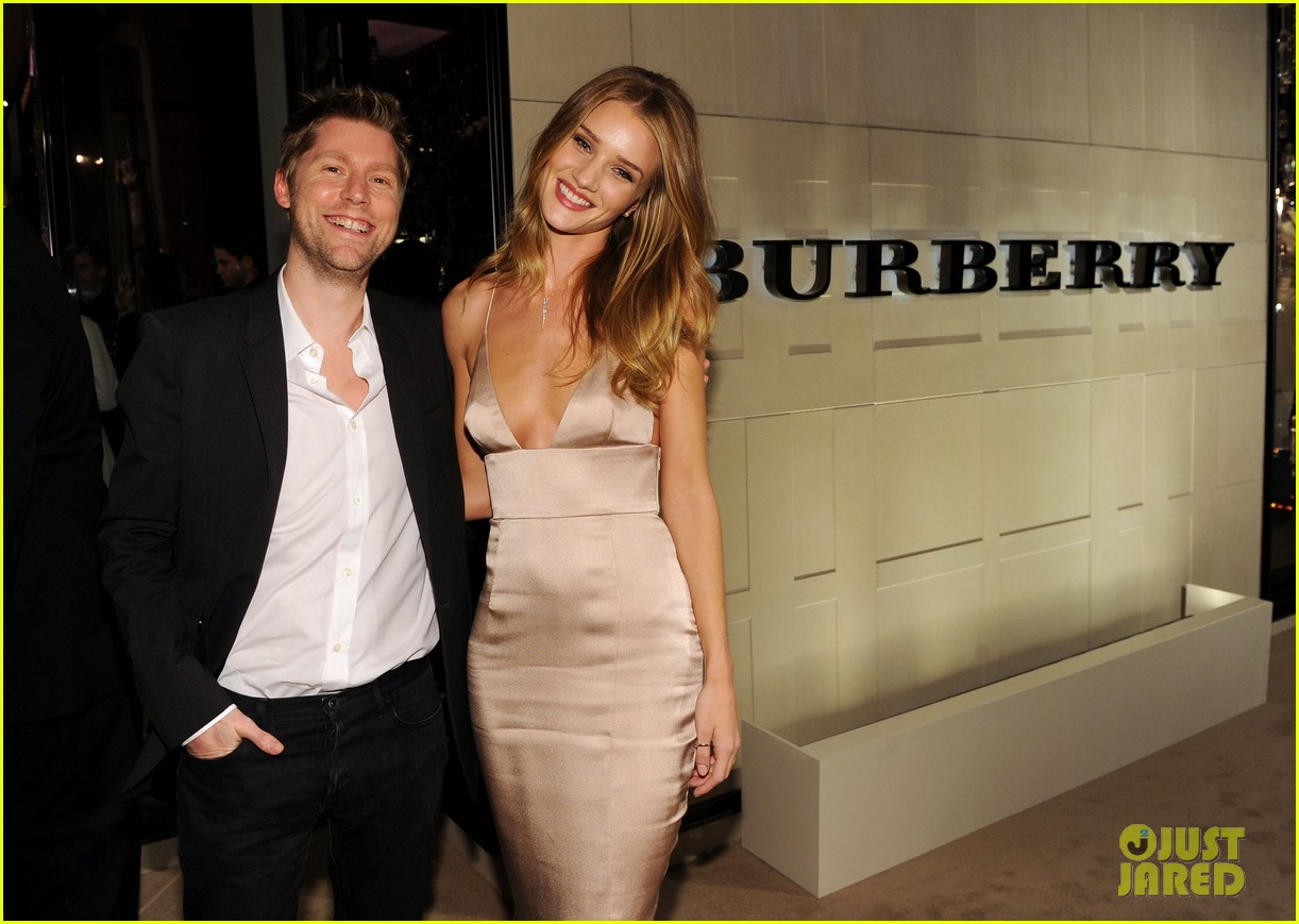 rosie huntington whiteley burberry body 10