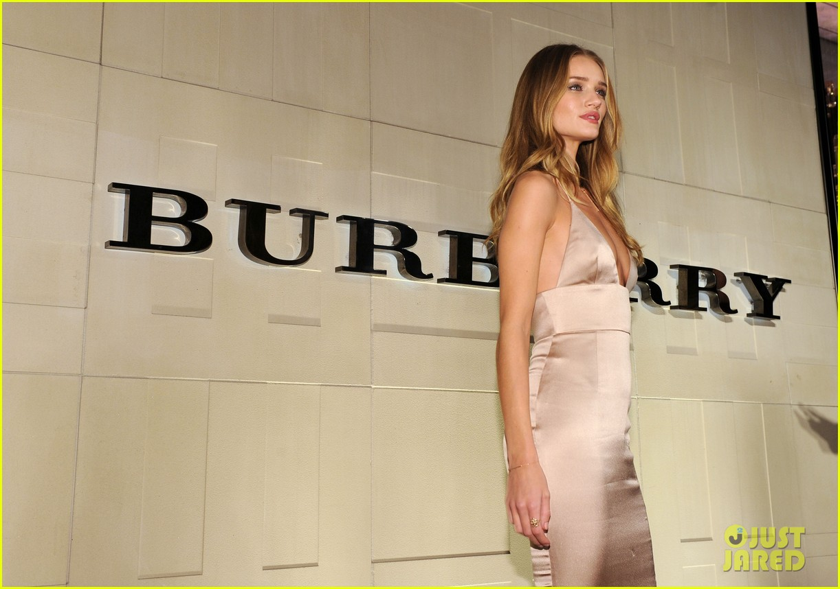 rosie huntington whiteley burberry body 13