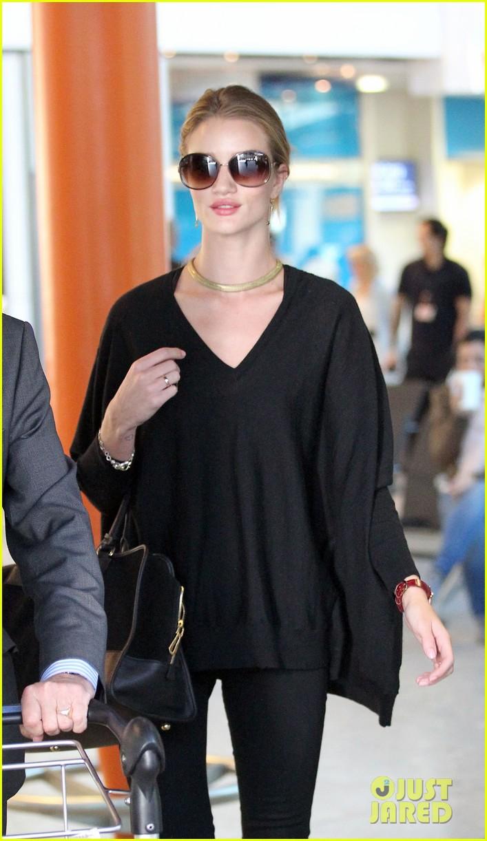 rosie huntington whiteley heathrow arrival 02