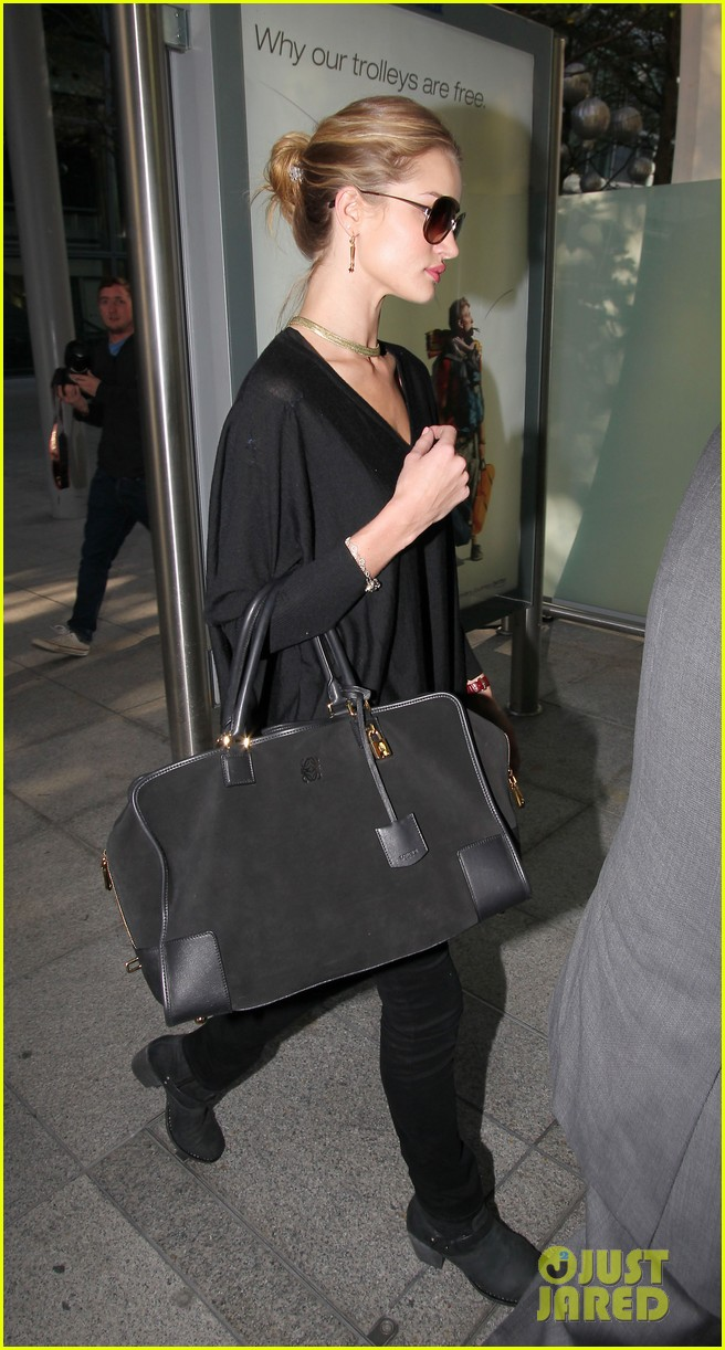 rosie huntington whiteley heathrow arrival 03