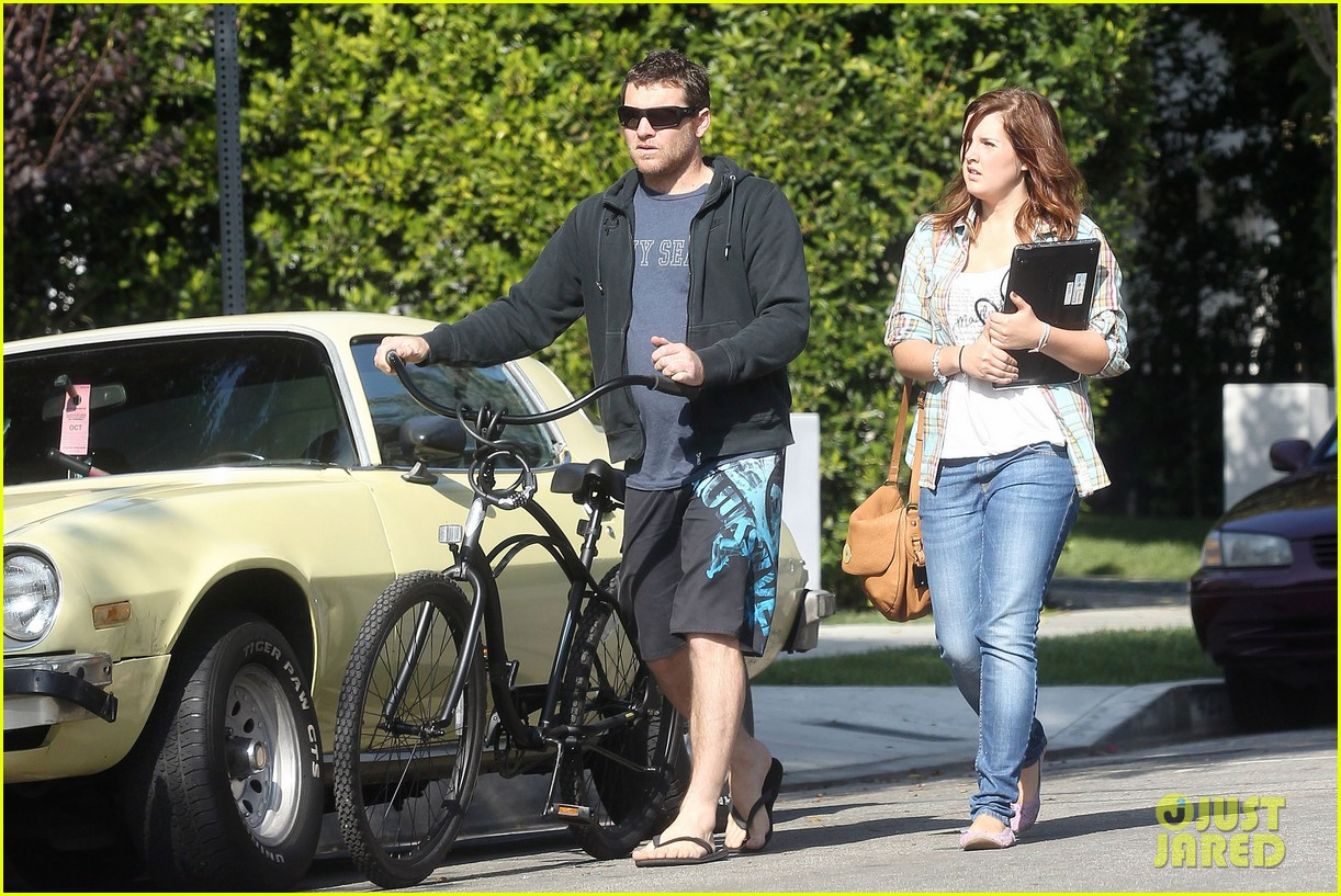 sam worthington bike board shorts 01