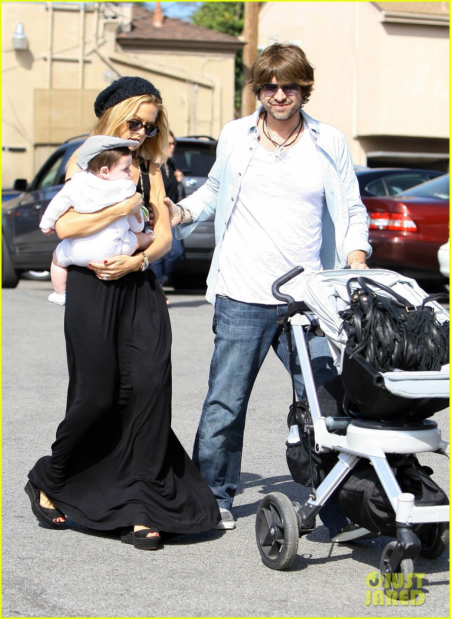 rachel zoe brentwood outing with baby skyler 052593040