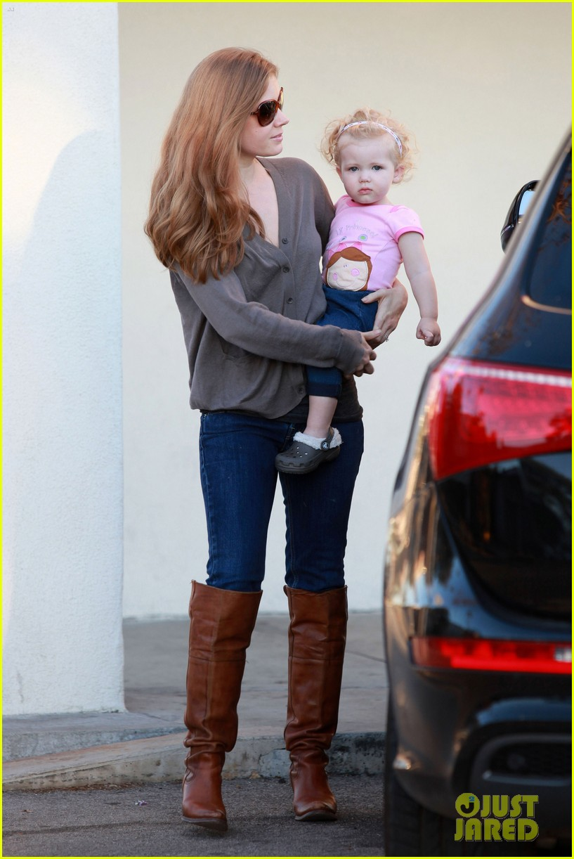 amy adams lunch errands with family 03