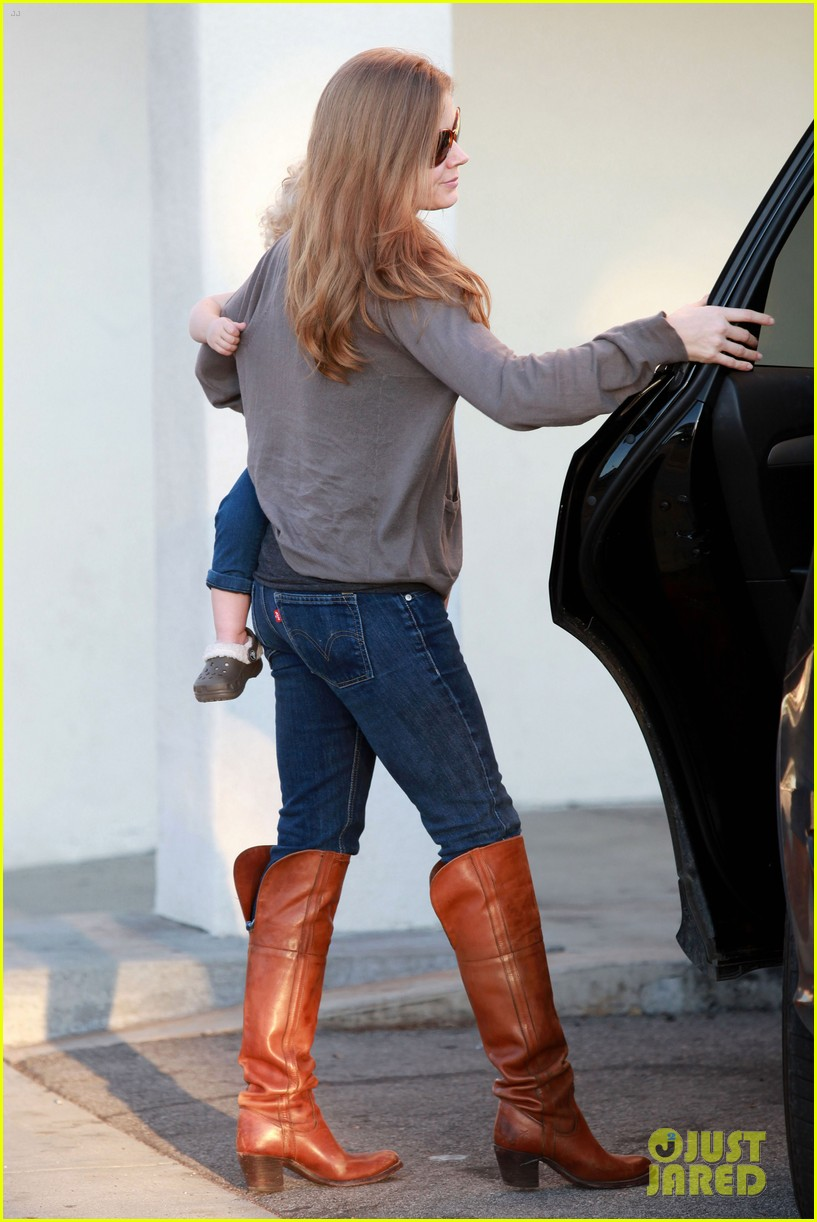 amy adams lunch errands with family 11