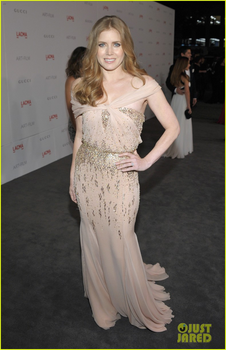 amy adams lacma gala with rashida jones 01