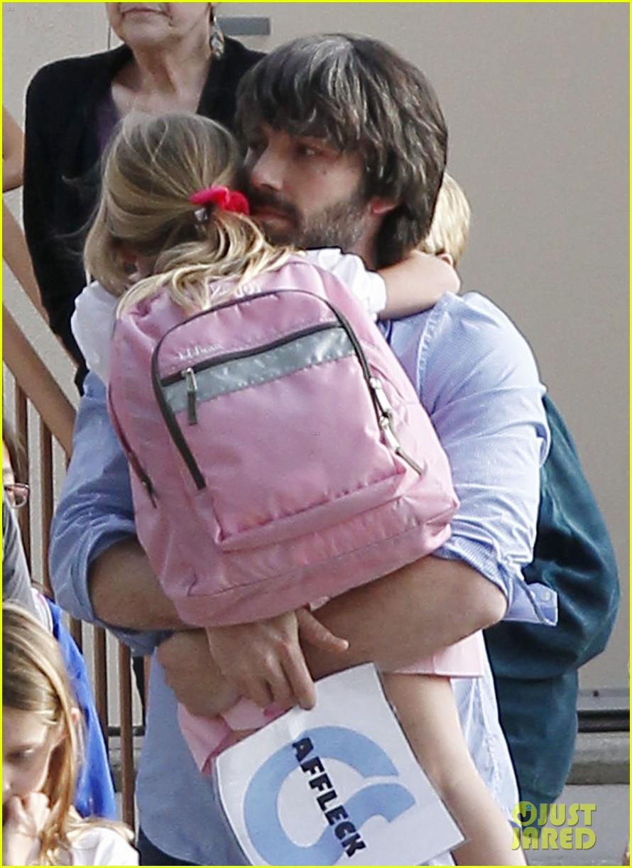 ben affleck violet hug after school 02