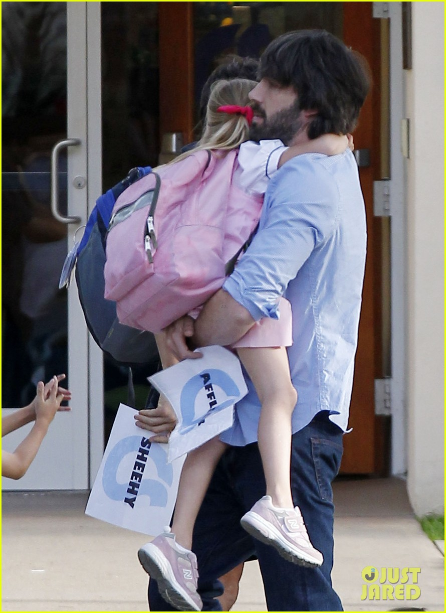 ben affleck violet hug after school 07