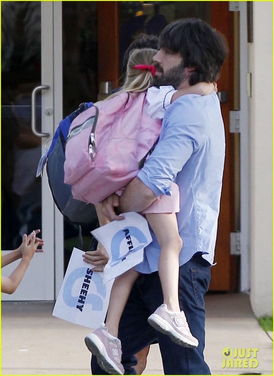 ben affleck violet hug after school 07