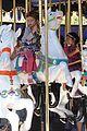 jessica alba family disneyland 19