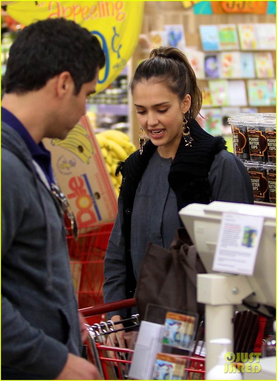 jessica alba thanksgiving shopping family 09