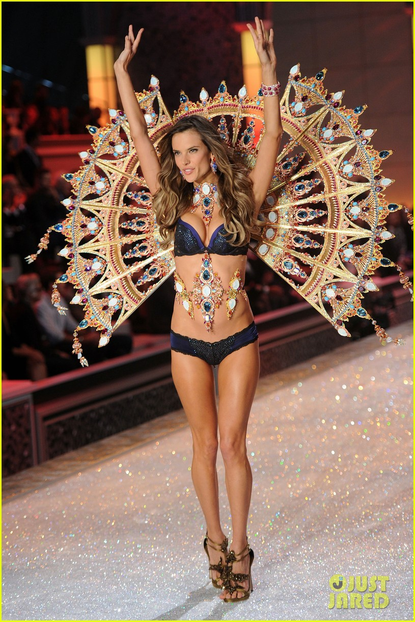 Victorias secret fashion show 2011 - Alessandra Ambrosio Victoria S Secret Fashion Show 2011