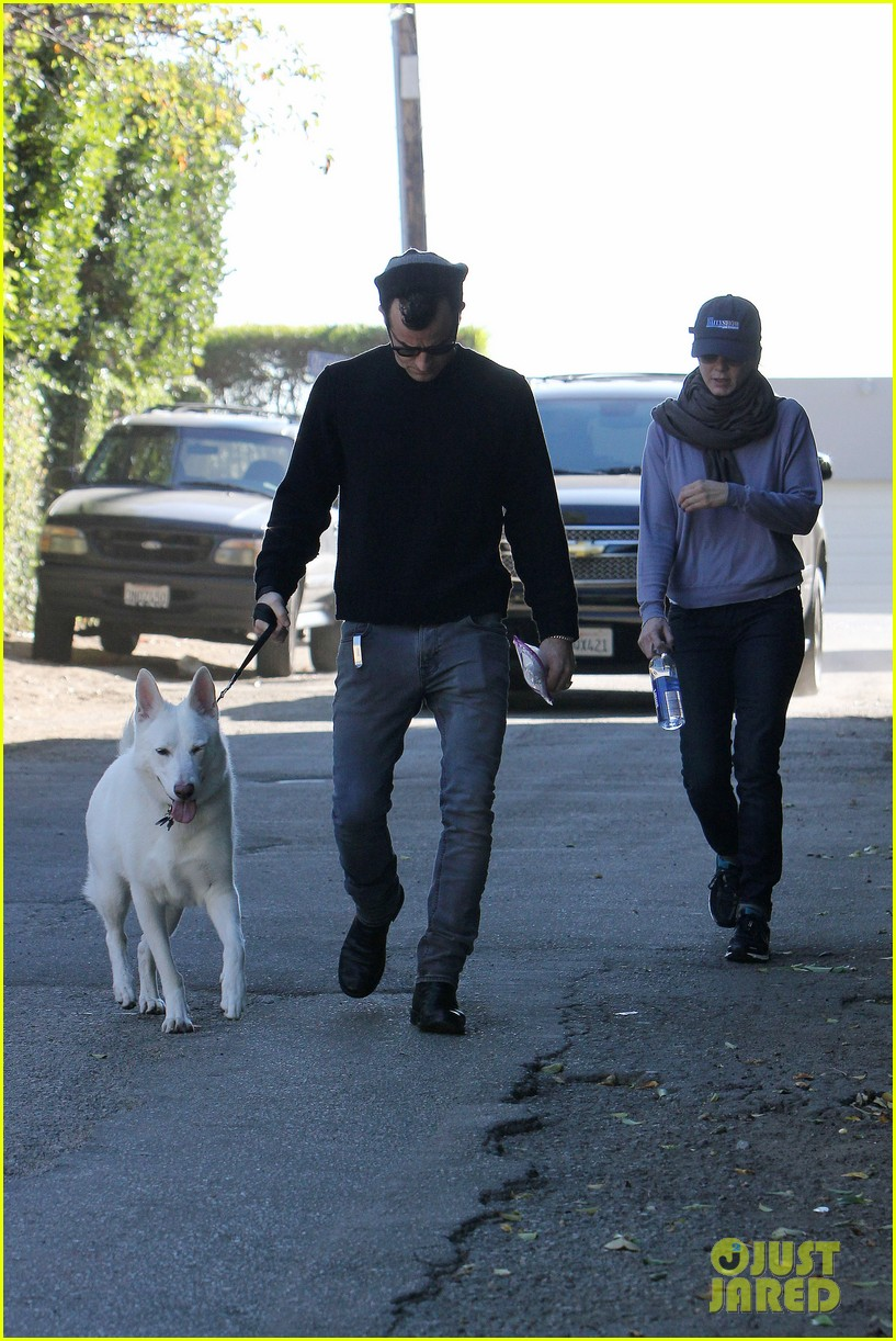 jennifer aniston justin theroux walk dolly 02