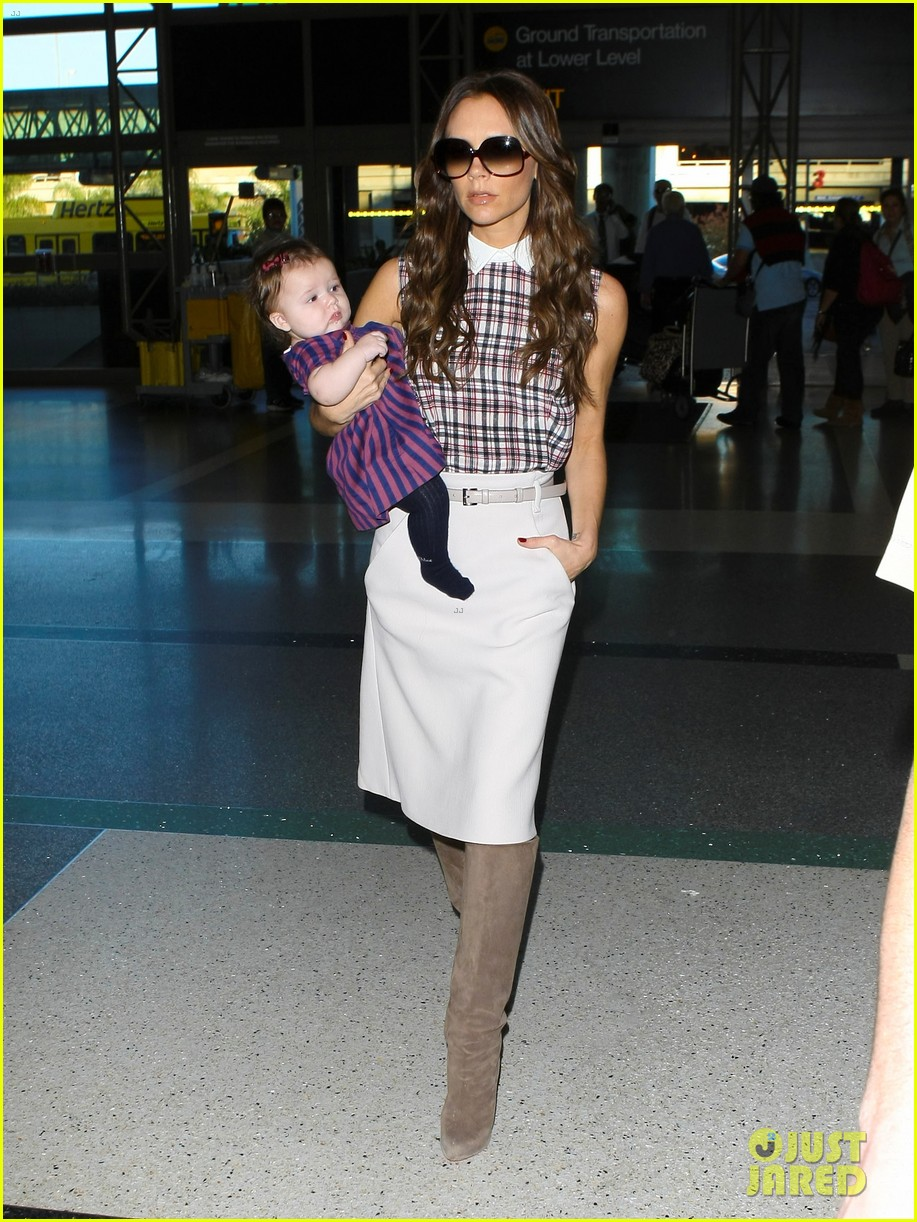 victoria beckham leaves lax with harper 01