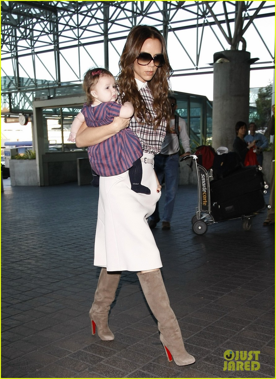 victoria beckham leaves lax with harper 03