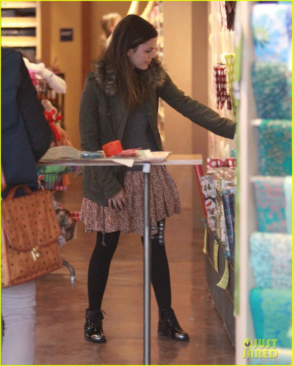 rachel bilson sends a present 14