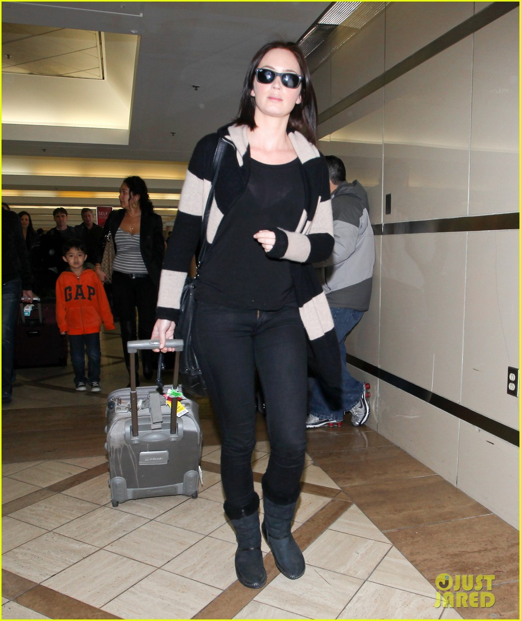 emily blunt lax 01