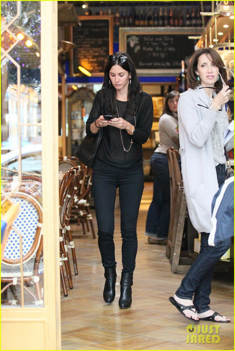 courteney cox lunch shopping friend 092599429