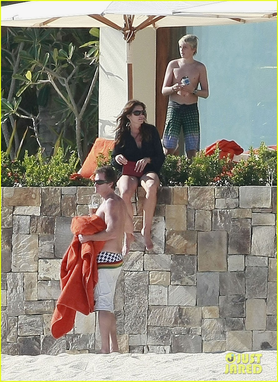 cindy crawford family time in mexico beach 03