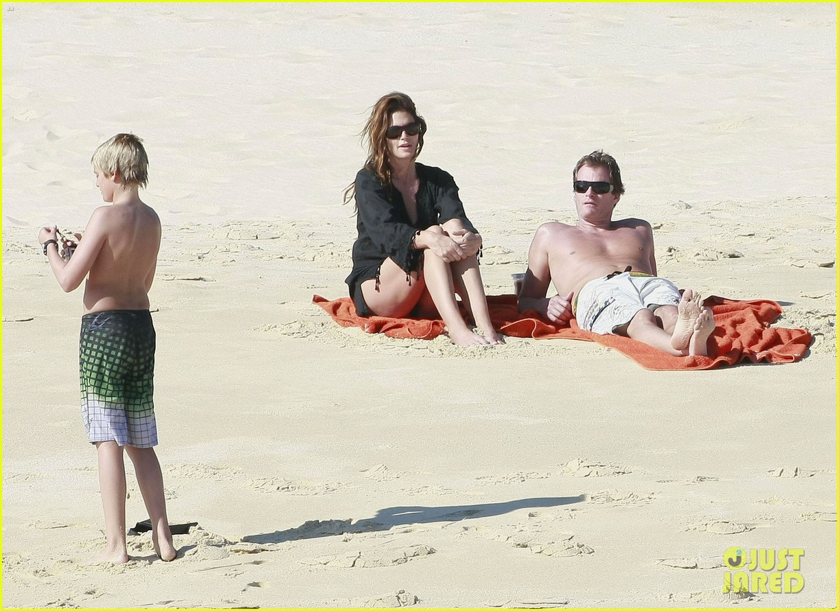 cindy crawford family time in mexico beach 102604525