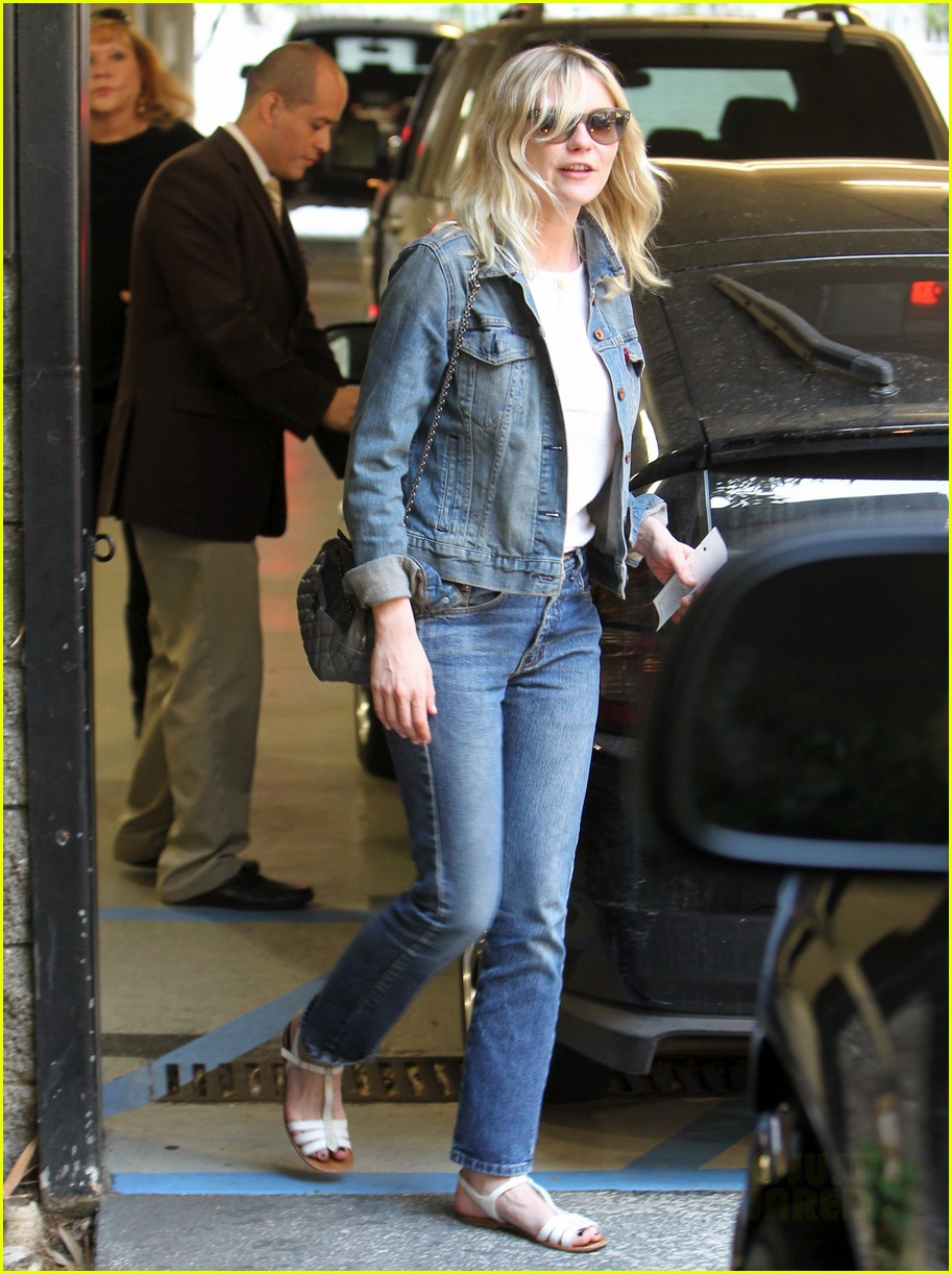 kirsten dunst mom lunch 042596120