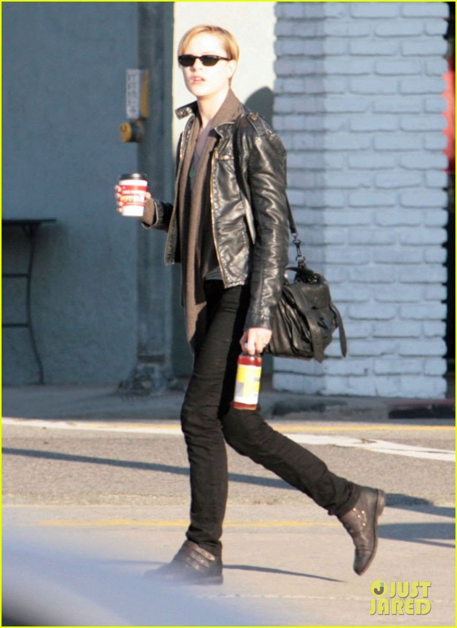 evan rachel wood grabs coffee 01