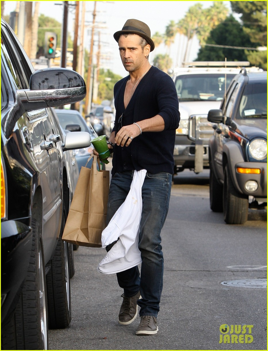 colin farrell grabs goodies 05