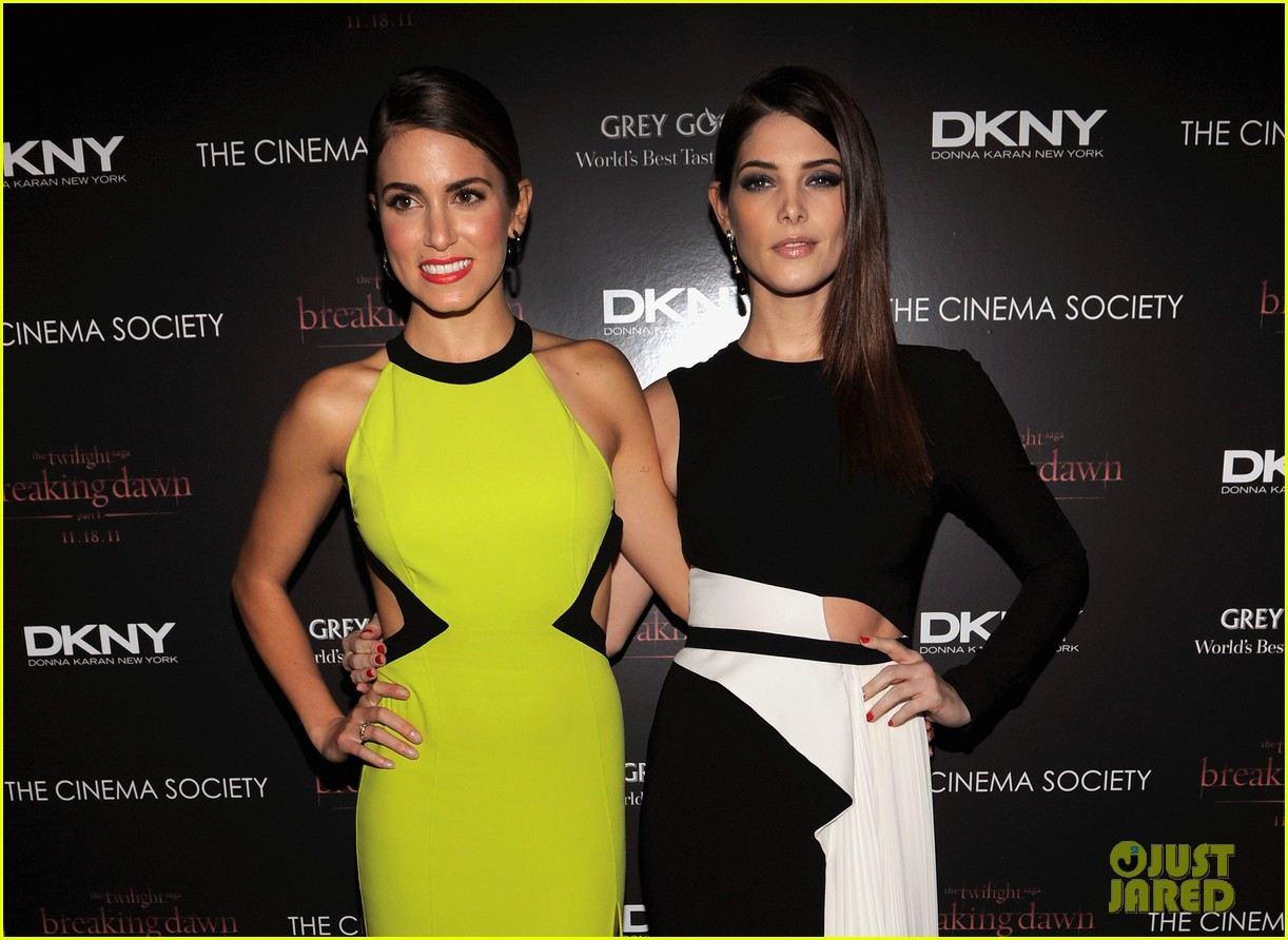 nikki reed ashley greene breaking dawn nyc 09