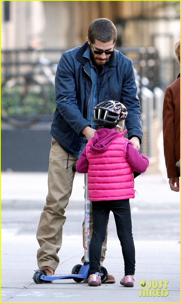 jake gyllenhaal spends the day with niece ramona 05