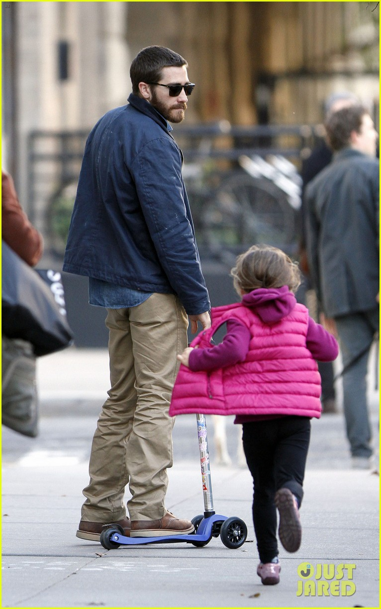 jake gyllenhaal spends the day with niece ramona 08