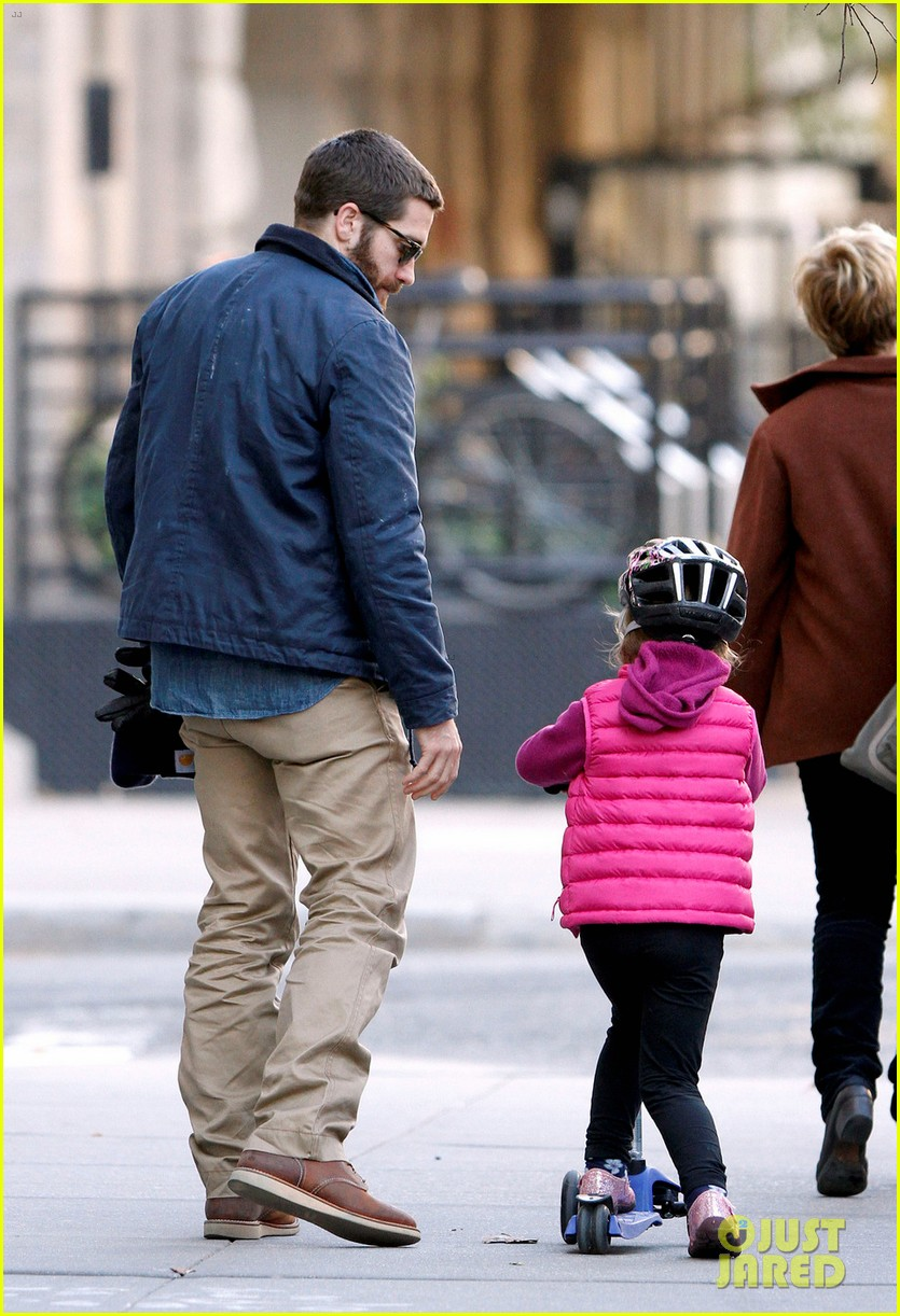 jake gyllenhaal spends the day with niece ramona 09