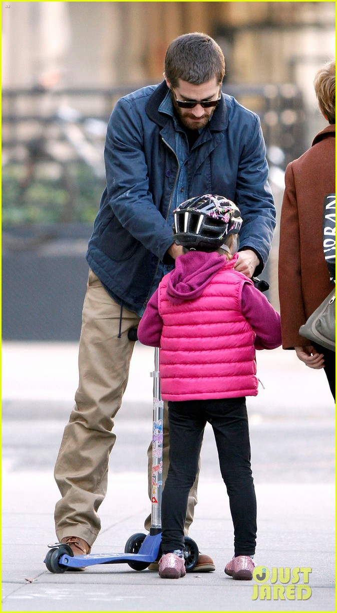 jake gyllenhaal spends the day with niece ramona 10