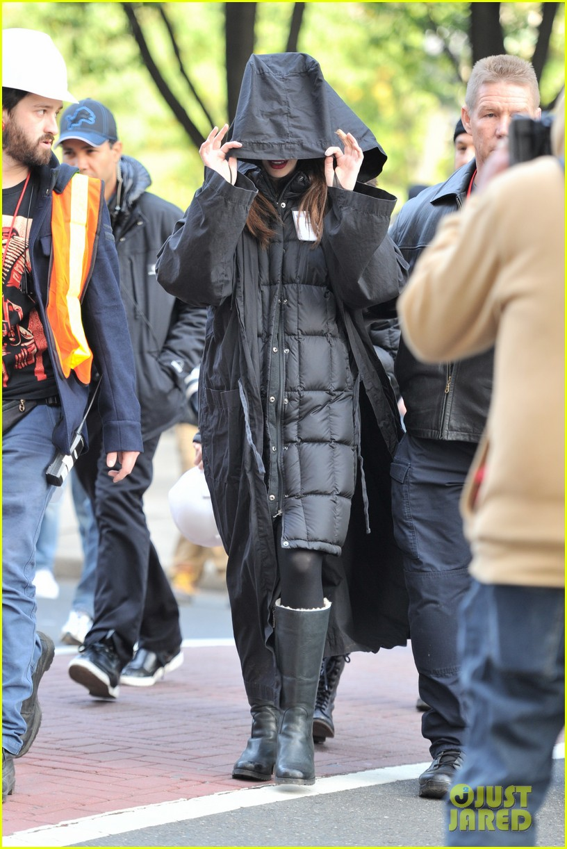 anne hathaway catwoman in new jersey 01