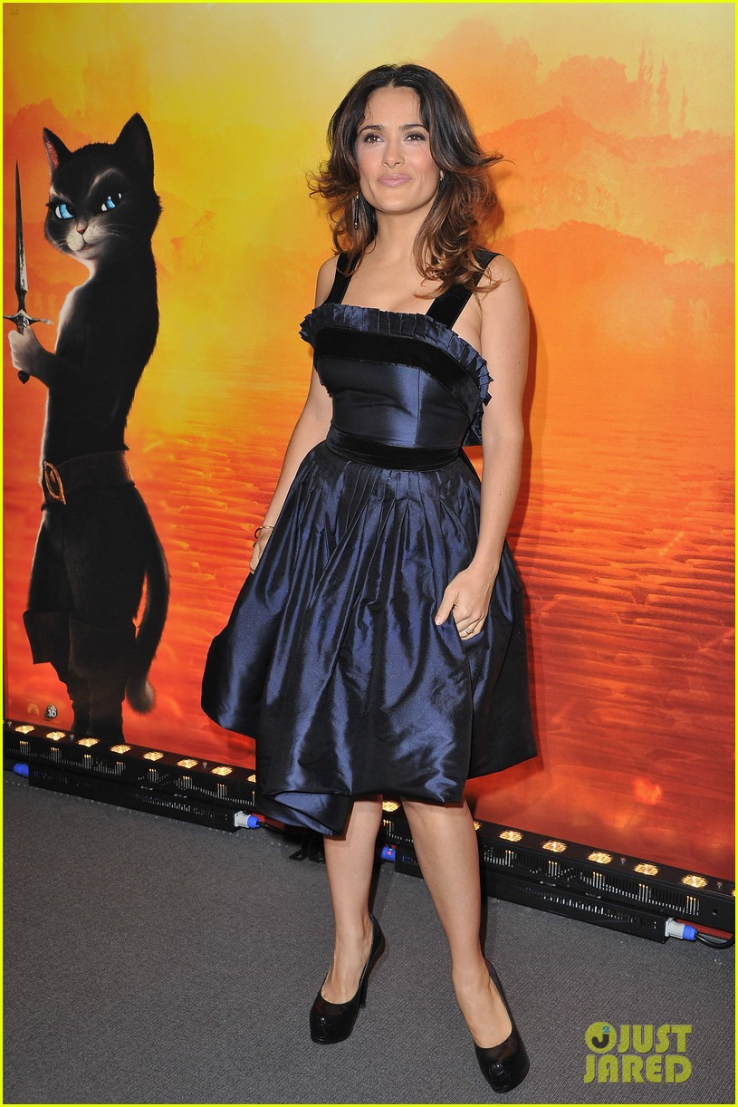 salma hayek puss in boots french premiere valentina 01