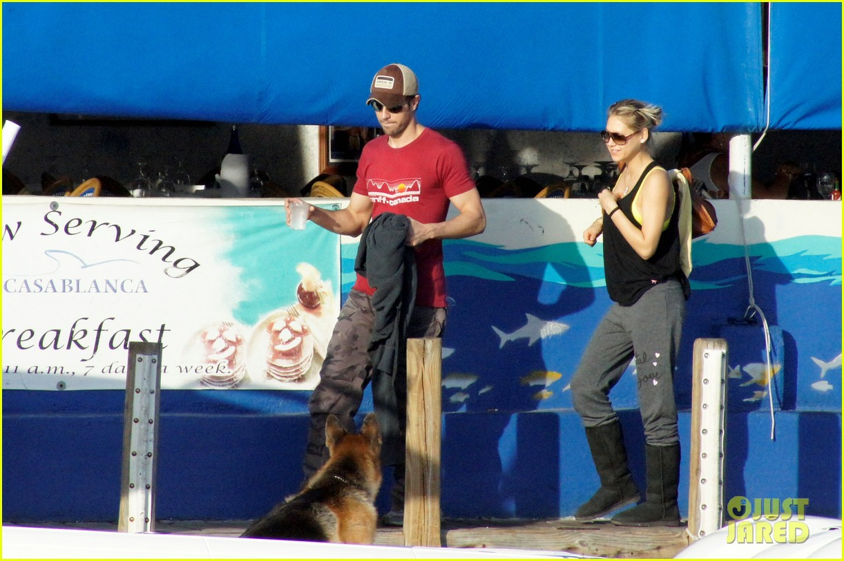 enrique iglesias anna kournikova boat ride 05