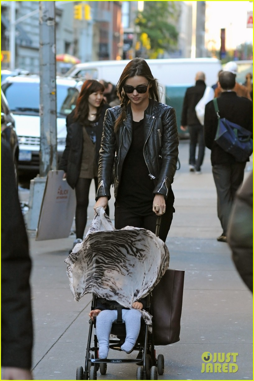 miranda kerr saturday stroll with flynn 06
